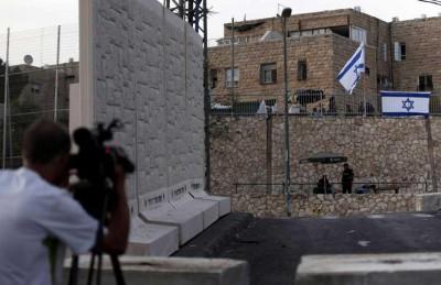 فصل عنصري جديد.. الاحتلال يعزل البلدات العربية في القدس بجدر إسمنتية