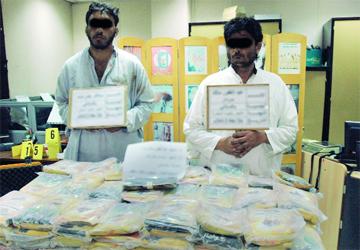 شرطة أبوظبي تضبط 316 كبسولة هيروين  في العين