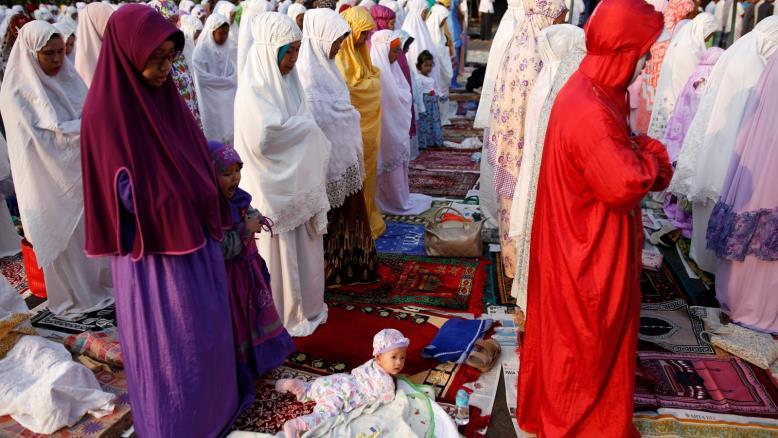 المسلمون يحتفلون اليوم بعيد الأضحى