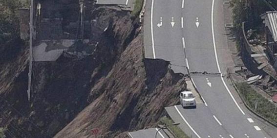 ارتفاع عدد ضحايا زلزال إيران الى 141 قتيلا و 866 جريحا