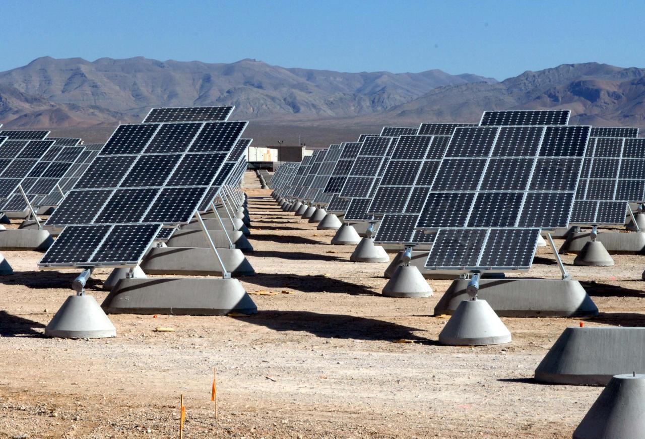 دبي تطلق ثاني مرحلة لأكبر محطة طاقة شمسية بالعالم