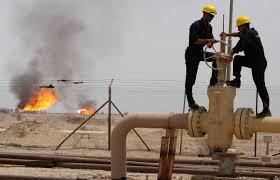 النفط يواصل خسائره ويقترب من أدنى مستوى له في 11 عام