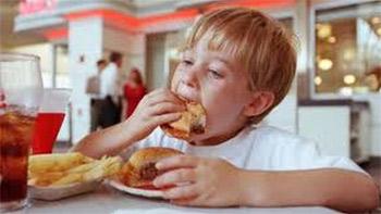 """أنماط الغذاء """"الغربي"""" يقلل عُمر الإنسان ويدمر البيئة"""
