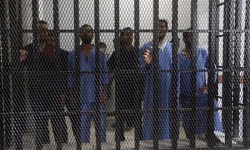 البحرين: سجن 11 مواطنًا 15 سنة بتهمة حيازة أسلحة