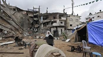 غزة: الأمطار تغرق النازحين جراء العدوان وشكوك تنتابهم حول وصول الأموال