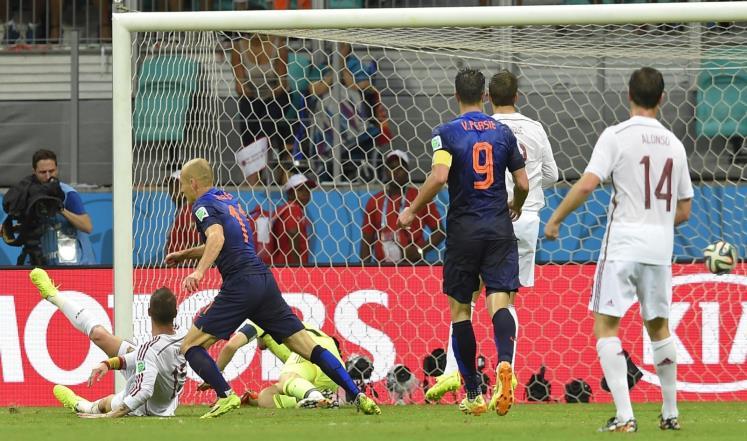 هولندا تسحق اسبانيا بخماسية وتشيلي تهزم استراليا بثلاثية