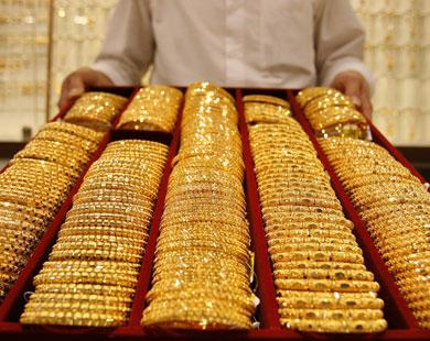الذهب عند أدنى مستوى في 10 أشهر مع ارتفاع الدولار والأسهم العالمية