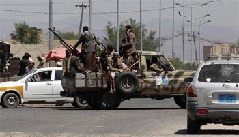 الحوثيين يهاجمون مقر الأمن القومي ويطلقوا سراح محتجزين إيرانيين