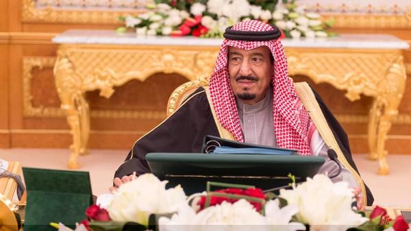 السعودية تدعو إلى مواجهة المضاربة في سوق البترول