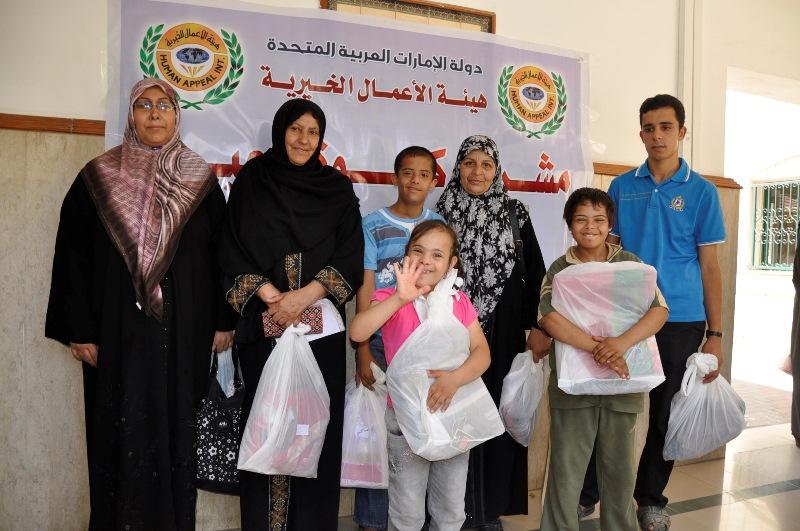 """""""الأعمال الخيرية"""" توزع مستحقات 2677 يتيم في الخليل"""
