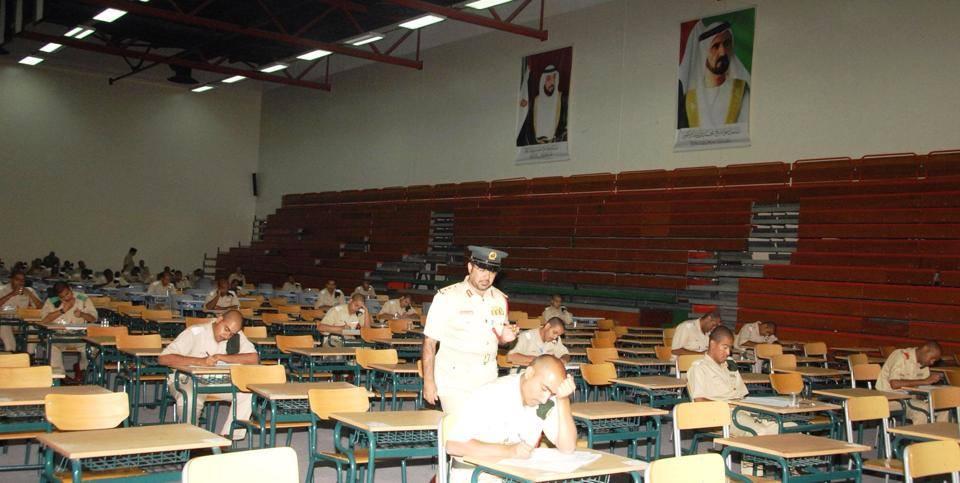 مدير أكاديمية شرطة دبي بالنيابة يتفقد لجان الاختبارات