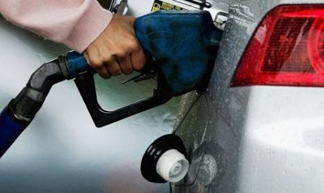 """""""عاصفة الحزم""""ترفع أسعار المنتجات البترولية في مصر 13%"""