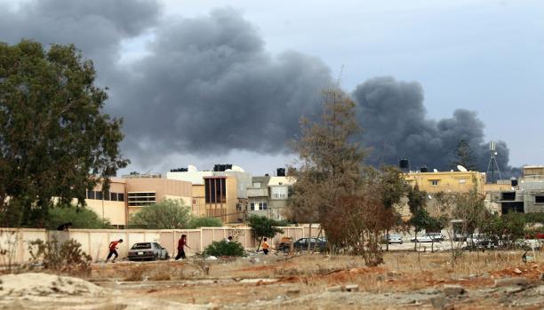 """بعد تأكيد """"الثني"""" سيطرتهم... معارك عنيفة في بنغازي"""