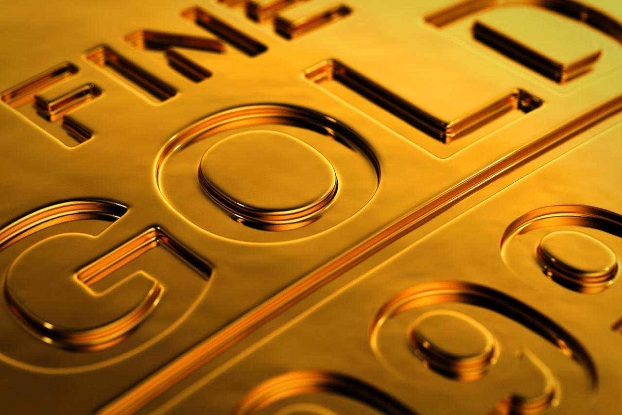 الذهب يقترب من 1300 دولار للأوقية متكئاً على ضعف الدولار