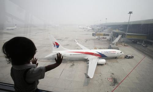 رئيس وزراء ماليزيا يؤكد أن وراء اختفاء الطائرة عمل متعمد