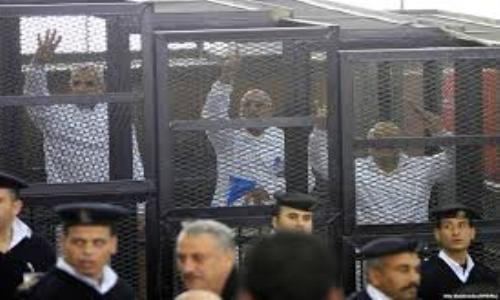 """محكمة مصرية تحكم بإعدام 529 من """"الإخوان المسلمين"""""""
