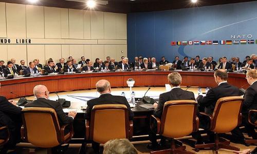 الناتو يعلق كافة أشكال التعاون مع روسيا وموسكو تحذر كييف
