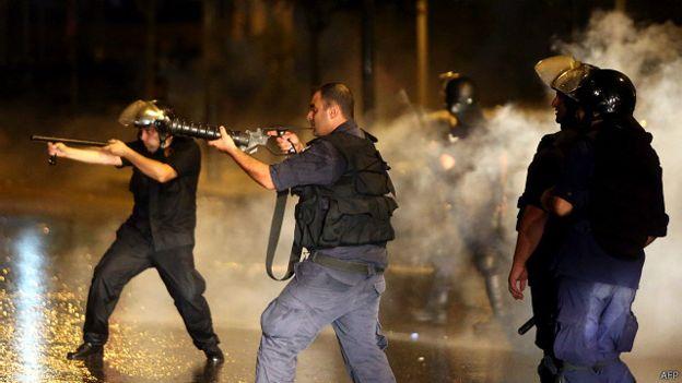 """انتشار كثيف للجيش اللبناني في بيروت لـ""""إنهاء أعمال الشغب"""""""