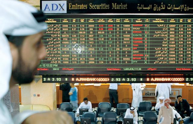 سوق أبوظبي ينخفض بعد تراجع العقار والاتصالات وضعف البنوك