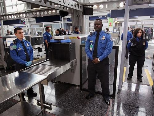 التحدث بالعربية يمنع أمريكيين من الصعود إلى الطائرة