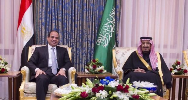 """هآرتس: أزمة في العلاقات بين الملك سلمان والسيسي سببها حركة """"حماس"""""""