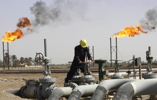 هبوط أسعار النفط 3% مع صعود الدولار وتجدد المخاوف من تخمة المعروض