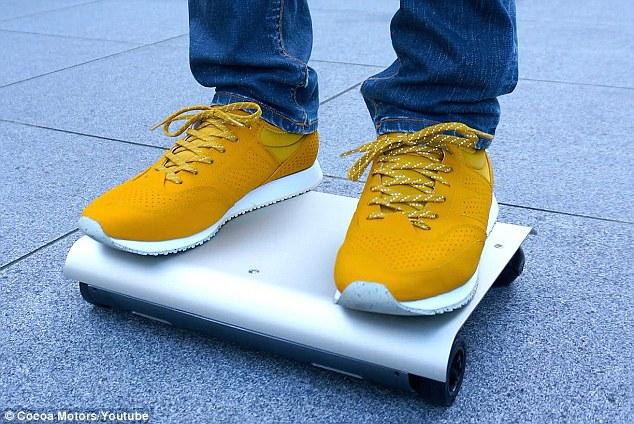 """مهندس ياباني يخترع """"سكوتر"""" بإمكانه نقل الإنسان بسرعة 12كم في الساعة"""