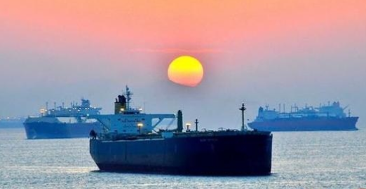 """فاينانشال تايمز : سفن إيرانية تنطلق من """"بندر عباس"""" وتختفي بعرض البحر"""