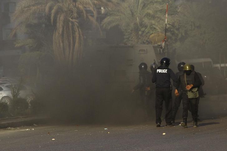 مقتل شرطي مصري في هجوم بقنبلة بالقاهرة