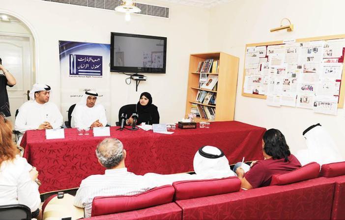 """""""الإمارات"""" تؤكد وجود الشفافية في محاكمة """"خلية القاعدة"""" وتنفي التعذيب"""