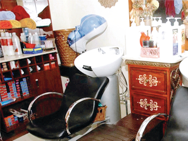 الصحة في أبوظبي تتلف 1,987 طن من مواد التجميل المحظورة