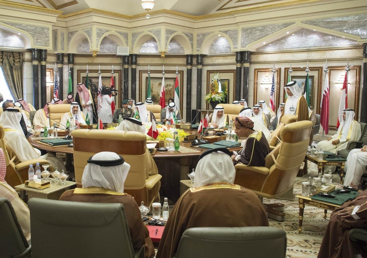مشروع تبادل المعلومات الائتمانية على طاولة قادة الخليج