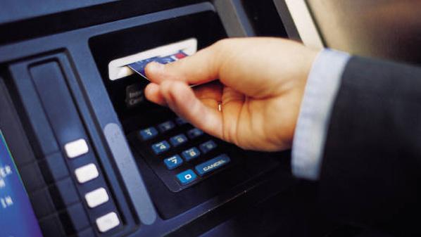 القبض على أوروبيين حاولا سرقة عملاء البنوك
