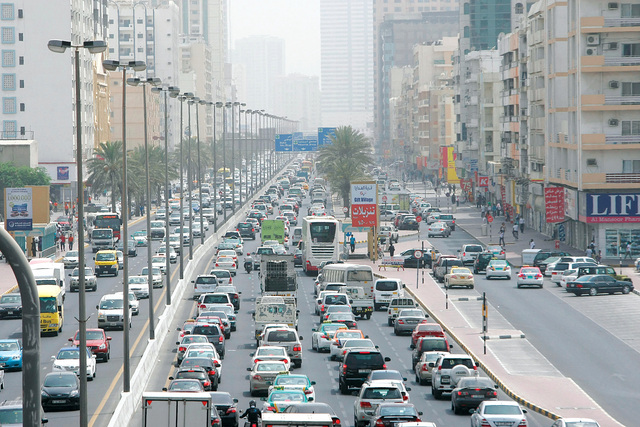 البدء بإعداد دراسة شاملة لتحسين الحركة المرورية في الشارقة