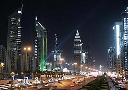 دبي تخفض استهلاك الطاقة الكهربائية في شوراعها