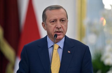 أردوغان: لن نعيد اللاجئين السوريين لأرض تهطل فيها البراميل