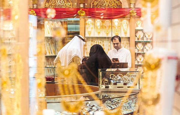 %10 زيادة في مبيعات الذهب بأبوظبي مدفوعة بتحسن الطلب