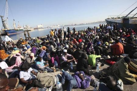 مصرع 40 شخصًا بغرق قارب مهاجرين قبالة السواحل الليبية