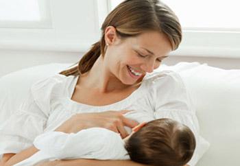 دراسة: حليب الأم اللبنة الأساس في مناعة الطفل