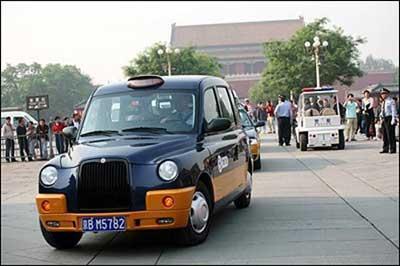 سائق سيارة صيني يعيد 150 ألف يوان إلى أصحابه