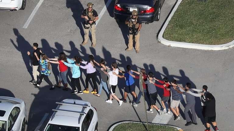 17 قتيلاً بإطلاق نار في مدرسة بفلوريدا الأمريكية