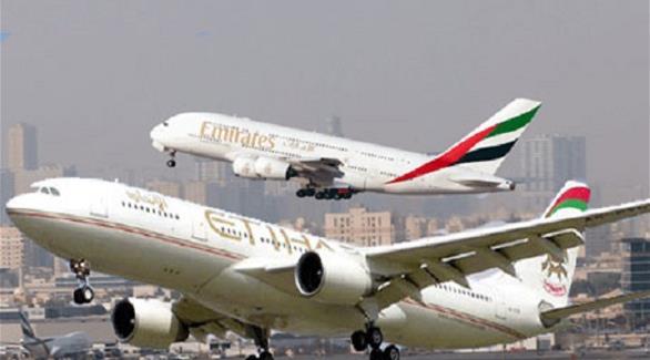 طيران الإمارات والاتحاد والقطرية تستأنف نقل ركاب شملهم حظر أمريكي