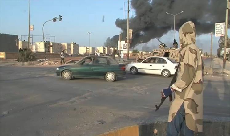 ثوار بنغازي: أموال إماراتية تدفع للعشائر لمنع انضمامهم لمعارضي حفتر