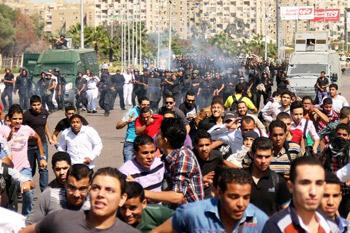 محكمة مصرية تحيل 5 من طلبة الأزهر للقضاء العسكري
