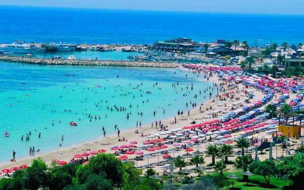 ساويرس يطلق من دبي مشروعاً سياحياً بقبرص