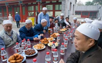 برلماني بريطاني يطالب الصين بالسماح  للمسلمين الصوم