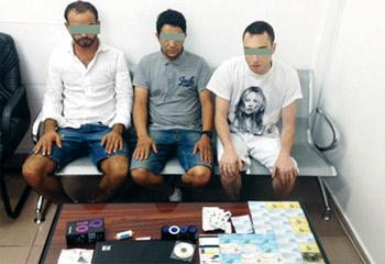 إلقاء القبض على عصابة تزوير للبطاقات الائتمانية في دبي