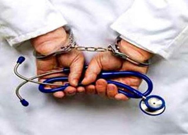 الصحة تضبط آسيوياً يقدم خدمات طبية دون ترخيص