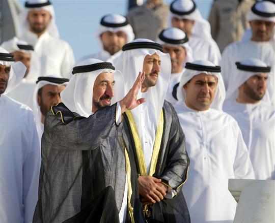 حاكم الشارقة يفتتح القناة المائية في دبا الحصن