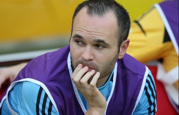 انيستا يغيب عن تشكيلة إسبانيا في مباراتي فرنسا ومقدونيا بسبب الإصابة